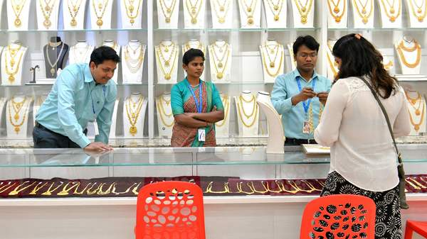 Gold Price Today: Good News! Opportunity to buy cheap gold! Gold rates fall by Rs 8,381 from record high, know latest rate
