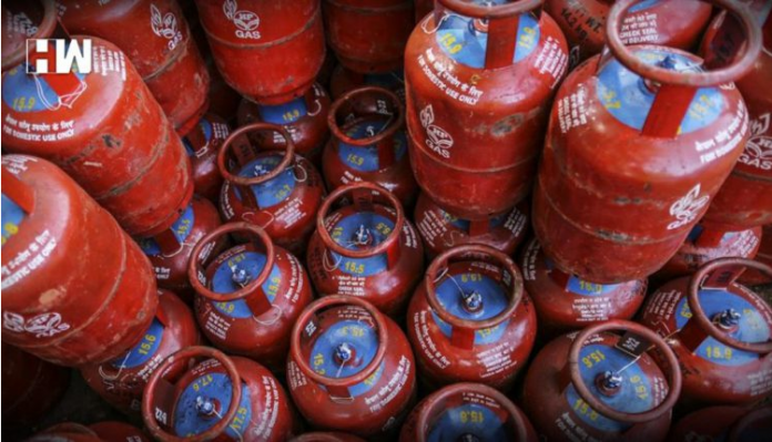 Big News! Cashback of up to Rs 2700 is available on booking LPG cylinders, avail benefits like this
