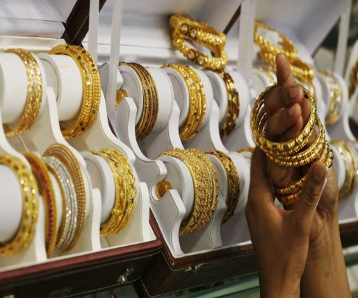 Gold Price Today: Buy cheap gold in wedding season, prices have fallen by 10 thousand rupees