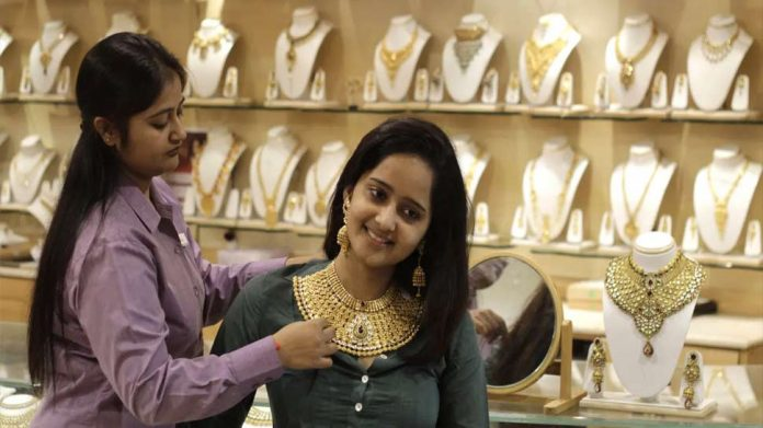 Gold Price Today: Gold bounces up, silver rises by Rs 1000, see latest prices quickly